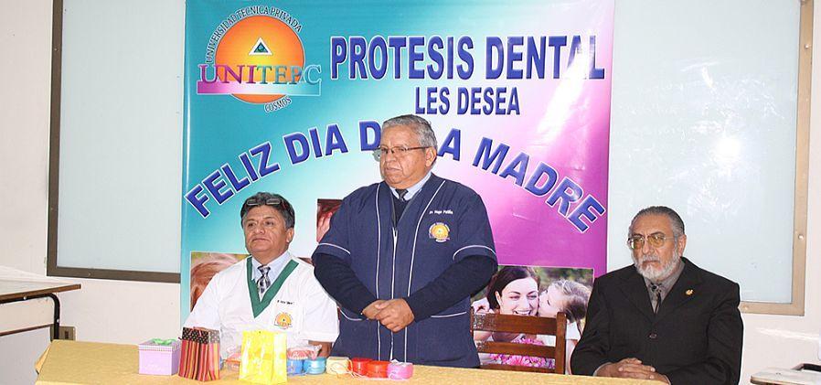 Adultos mayores de Cochabamba reciben 40 prótesis dentales de la UNITEPC